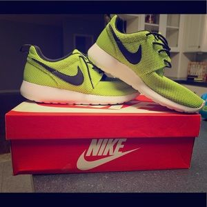 Nike rosherun shoes!